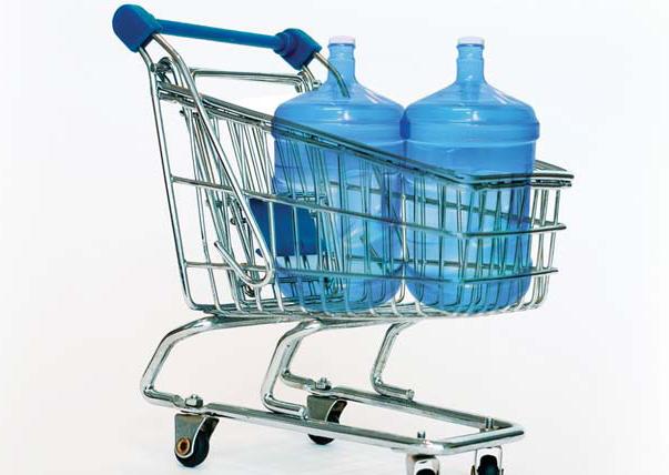 Alternatívou k vode z vodovodnej siete je voda balená, ktorú si mnohí z nás kupujú, alebo kupovali v obchodoch a nosili alebo ešte stále nosia domov. Vo väčšine prípadov je to lepšia alternatíva k vode z vodovodu, ktorá okrem toho, že je ekonomicky náročnejšia na nákup, transport a skladovanie, vytvára jeden výrazný problém, a to je ekologické zhodnotenie obalov – PET fliaš z balenej vody. Ďalšou možnou alternatívou je voda z vlastného zdroja, teda zo studne. Pri dnešnej kontaminácii pôdy umelými hnojivami, pesticídami, kyslými dažďami a ropnými látkami je 9 z 10 studní bez dodatočnej úpravy nepoužiteľných na pitie a konzumáciu.