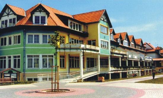 Lučenec, Biznis centrum Polyfunkčný objekt v centre mesta Lučenec (rozloha 40 000 m2) Výstavba: 08/1994 - 10/1998