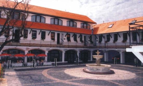 Lučenec, Kite Mansion Hotel Prístavba Výstavba: 10/1998 - 09/1999