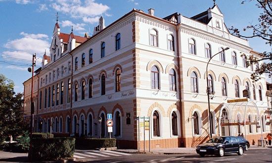 Lučenec, Hotel Reduta a Kongresové centrum Výstavba: 10/1993 - 08/1996